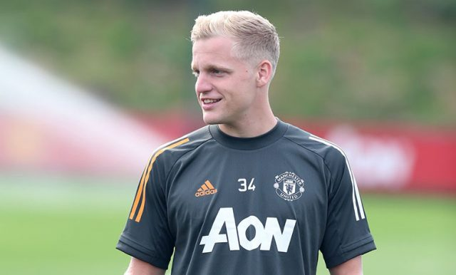 Manchester United Ingin Mempertahankan Van De Beek